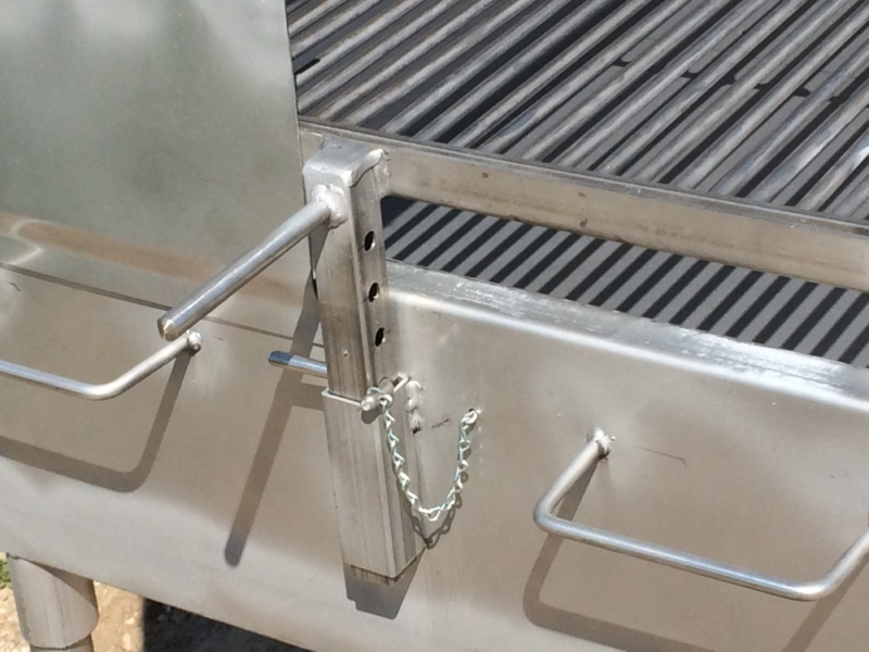 Adjustable cooking grate level